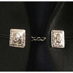 Button chain link for argyll style jacket. Two large chrome buttons (3/4'' - 1,9 cm each) with lion pattern crest linked to a chain (approx. 2'' length).